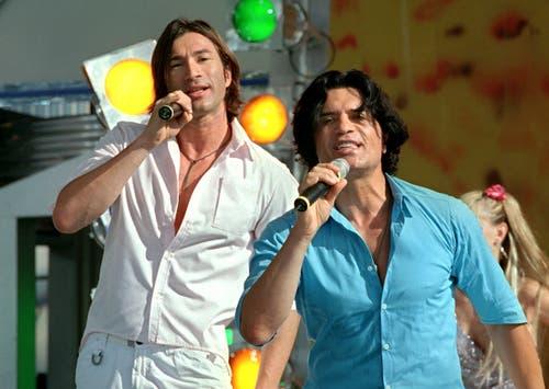 Cordalis und Sohn Lucas 2001 bei einem gemeinsamen Auftritt. (Bild: KEYSTONE/DPA/Tom Maelsa)