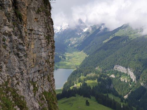 Blick auf den Sämtisersee: Unterwegs bieten sich immer wieder spektakuläre Panoramen.