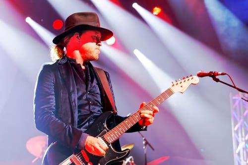 Kenny Wayne Shepherd spielt mit seiner Band in Montreux.