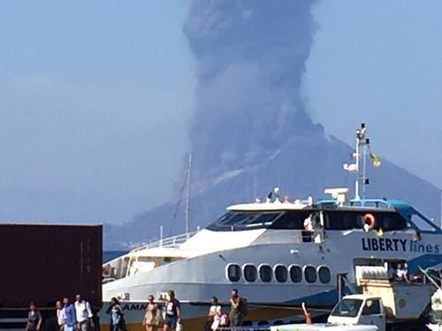 Die Rauch- und Aschesäule am Himmel war von weitherum zu sehen. (Bild: KEYSTONE/EPA ANSA/BARTOLINO LEONE)