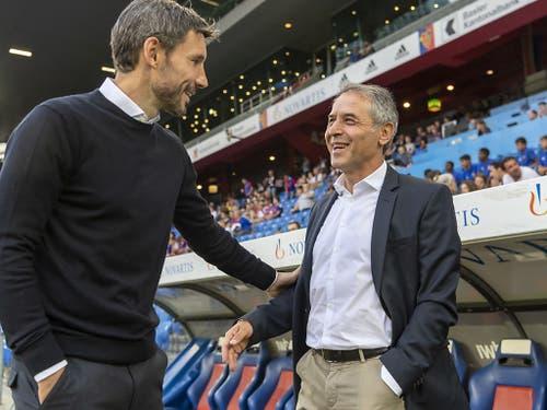 Am Ende lachte nur noch Marcel Koller (re.): Der FCB-Coach mit seinem PSV-Antipoden Mark van Bommel (Bild: KEYSTONE/GEORGIOS KEFALAS)