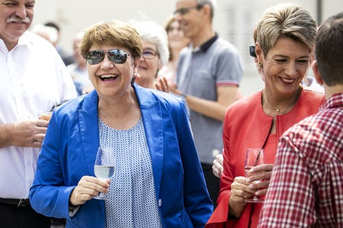 Viola Amherd und Karin Keller-Sutter. (Bild: Alexandra Wey/Keystone, Schwyz, 4. Juli 2019)