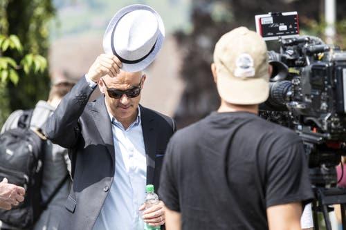 Alain Berset schützt sich mit Sonnenbrille und Hut gegen die Sonne. (Bild: Alexandra Wey/Keystone, Schwyz, 4. Juli 2019)