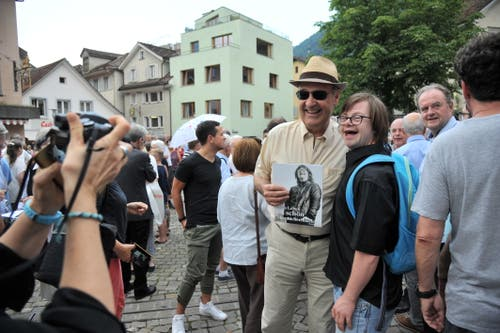Guy Parmelin posiert gerne für ein Erinnerungsfoto. (Bild: Urs Hanhart, 4. Juli 2019)