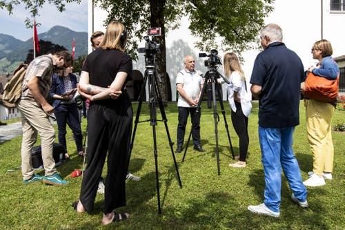 Ueli Maurer gibt ein Interview. (Bild: Alexandra Wey/Keystone, Schwyz, 4. Juli 2019)