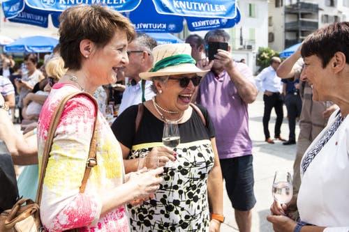 Simonetta Sommaruga im Gespräch. (Bild: Alexandra Wey/Keystone, Schwyz, 4. Juli 2019)