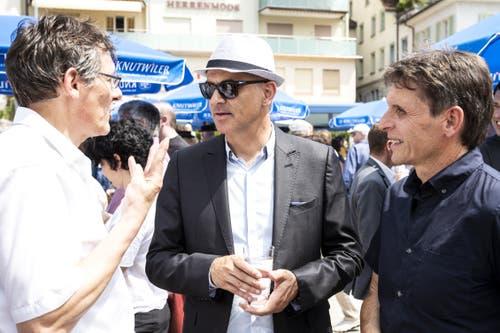 Alain Berset diskutiert. (Bild: Alexandra Wey/Keystone, Schwyz, 4. Juli 2019)