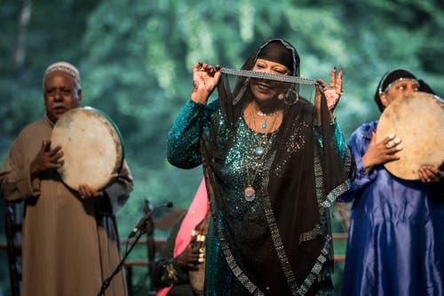 Auftritt des ägyptischen Mazaher Ensemble.