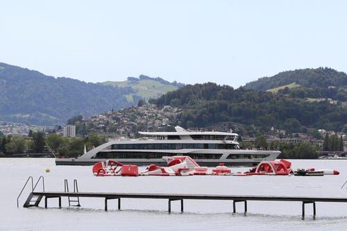 Die Spielelemente vor dem Lido Luzern nach dem Sturm. (Bild: Philipp Schmidli, Luzern, 6. Juli 2019)