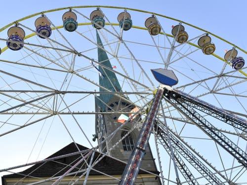 Das Riesenrad beim Fraumünster ist jedes Jahr eine Attraktion. (Bild: Keystone/WALTER BIERI)