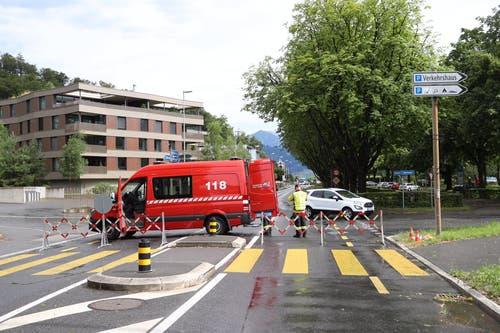 Die Feuerwehr ist an vielen Orten im Einsatz. (Bild: Philipp Schmidli, Luzern, 6. Juli 2019)