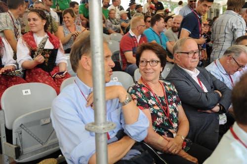 Haben auch zugeschaut: Die Urner Regierungsrätin Barbara Bär und alt Bundesrat Samuel Schmid. (Urs Hanhart, Flüelen, 7. Juli 2019)