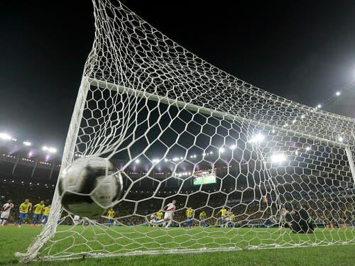 Paolo Guerreros Ausgleich vom Penaltypunkt hält nur kurz (Bild: KEYSTONE/AP/LEO CORREA)