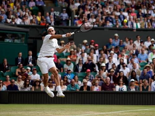 Roger Federer überstand zum 17. Mal die erste Woche in Wimbledon ohne Niederlage (Bild: KEYSTONE/EPA/WILL OLIVER)