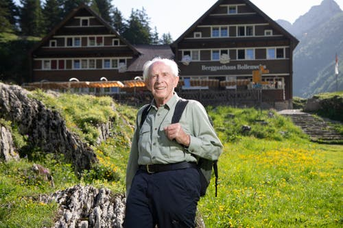 Bergsteigen war sein Leben: Max Niedermann vor dem Berggasthaus Bollenwees. (Bild: Ralph Ribi)