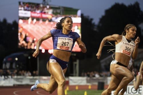 Mujinga Kambundji beim 200m Lauf der Frauen. (KEYSTONE/Alexandra Wey)
