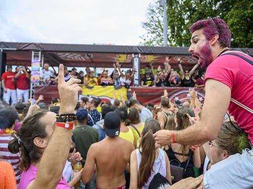 Dichtes Gedränge und gute Stimmung bei der Zürcher Street Parade. (Bild: KEYSTONE/MELANIE DUCHENE)