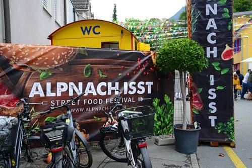 Am Samstag stieg die zweite Auflage des Streetfood-Festivals «Alpnach isst». (Bild Robert Hess, Alpnach, 10. August 2019)