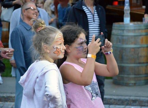 Viele kleine Fans feiern am diesjährigen Festival am Gleis mit.