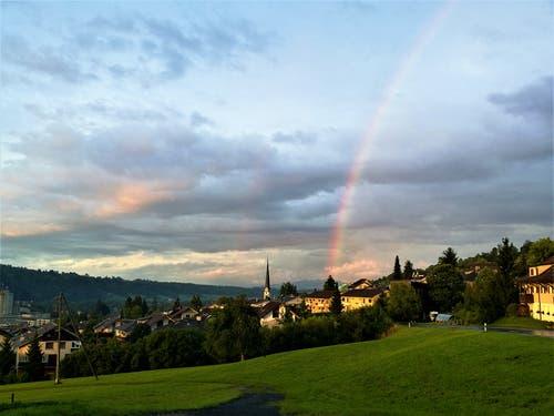 «Dank dem Sonnenschein konnte ich heute Abend diesen Regenbogen über Malters/LU fotografieren.» (Bild: Urs Gutfleisch, Malters, 12. August 2019)