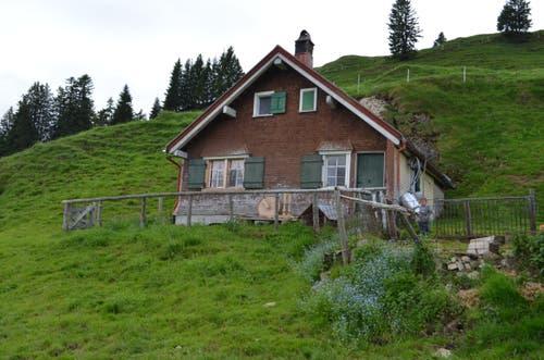 Das Wohnhaus: Unten Kuche, Stube, Käsekeller, oben Schlafzimmer und Abstellfläche.