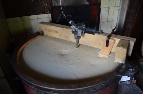 120 Liter Milch im Käsekessi.
