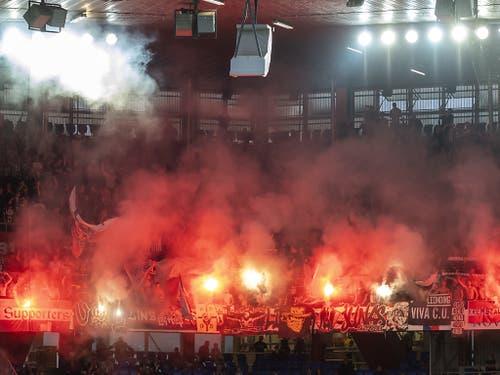 Im Hinspiel im St.-Jakob-Park war von den LASK-Fans viel zu hören - und zu sehen (Bild: KEYSTONE/GEORGIOS KEFALAS)