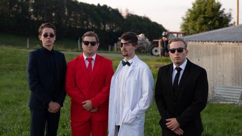 Die Agenten des Nachrichtendienst des Bundes: (von links nach rechts) Agent Sierra, Agent Tango, Dr. Yankee und Agent Lima. (Lagerbild: Jungwacht Meggen, 9. Juli 2019