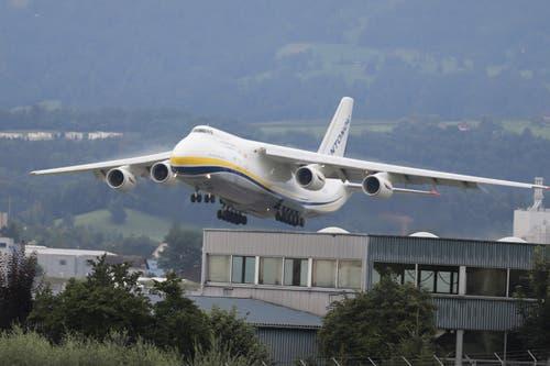 Die Antonov verlässt Emmen. (Bild: Xaver Husmann, Emmen, 13. August 2019)
