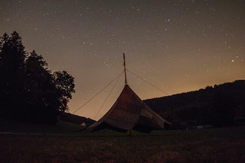 Der Himmel über dem Lager der Jungwacht Sins lädt die Kinder zum Träumen ein. Lagerbild: Jungwacht Sins (Zeihen, 11. Juli 2019)