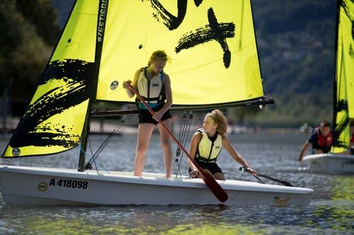 Zusammenarbeit ist beim Segeln gefragt. Bild: Corinne Glanzmann (Tenero, 13. August 2019)