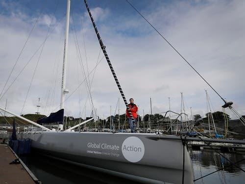 Ein hochmodernes Hochsee-Rennboot: Greta Thunberg an Bord der Jacht. (Bild: KEYSTONE/AP/KIRSTY WIGGLESWORTH)