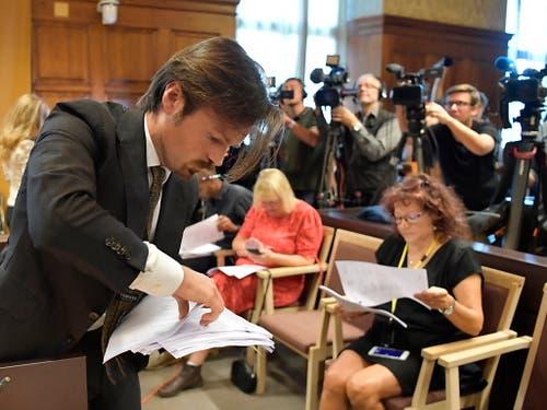 Medienvertreter warten auf das Gerichtsurteil für den US-Rapper Asap Rocky. (Bild: KEYSTONE/EPA TT NEWS AGENCY/ANDERS WIKLUND/TT)
