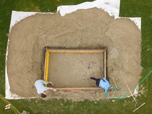 Am Wochenende starteten die Arbeiten an den Sandskulpturen in Rorschach. (Bild: Tino Dietsche)