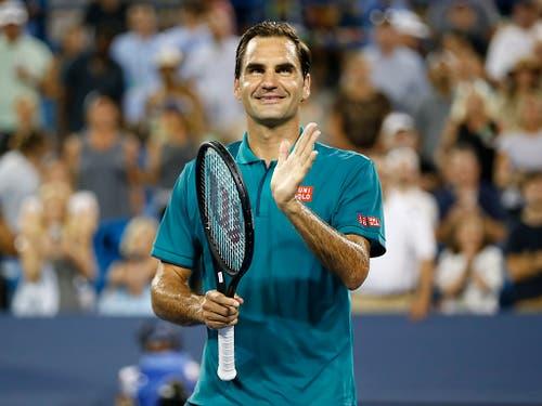 Roger Federer bedankt sich nach seinem Sieg beim Publikum in Cincinnati (Bild: KEYSTONE/AP The Cincinnati Enquirer/SAM GREENE)