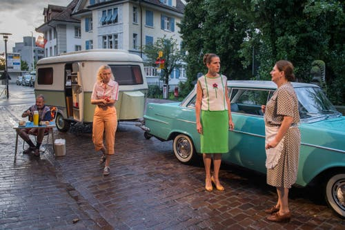 Die Strasse wird zur Bühne: Die Produktion «Späck vo Vorgeschter» macht es möglich. (Bilder: Boris Bürgisser, Sursee, 12. August 2019)