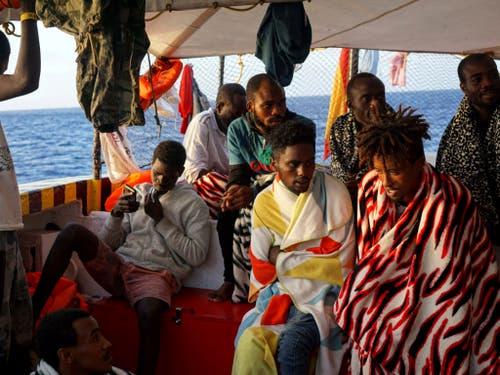 An Bord des Rettungsschiffs «Open Arms» befinden sich 147 Flüchtlinge und Migranten. (Bild: KEYSTONE/AP/FRANCISCO GENTICO)