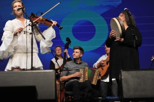 Das Love Tree Ensemble mit Adrian Würsch am Schwyzerörgeli. (Bild: Urs Hanhart)