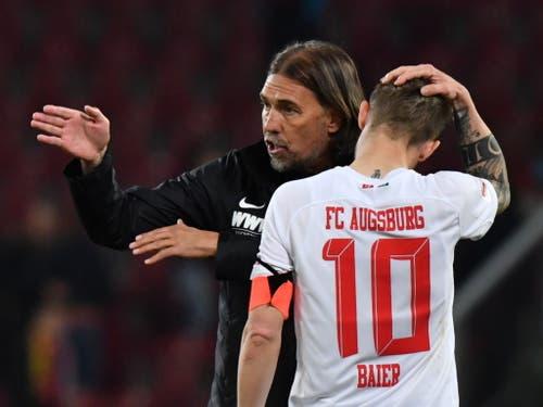 Martin Schmidt und der FC Augsburg sind nach dem überraschenden Ausscheiden im Cup bereits unter Zugzwang (Bild: KEYSTONE/EPA/PHILIPP GUELLAND)
