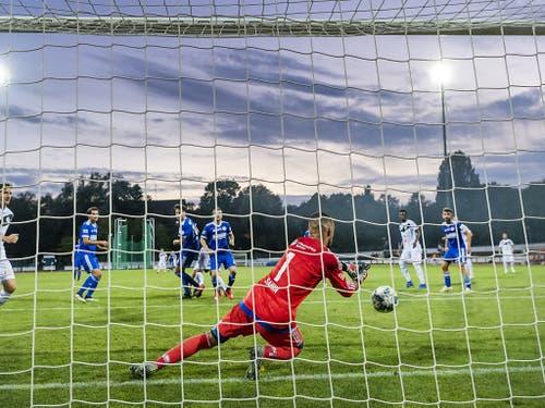 In Basel hat Concordias Goalie Emre Sahin gegen die Luganesi reichlich zu tun (Bild: KEYSTONE/GEORGIOS KEFALAS)