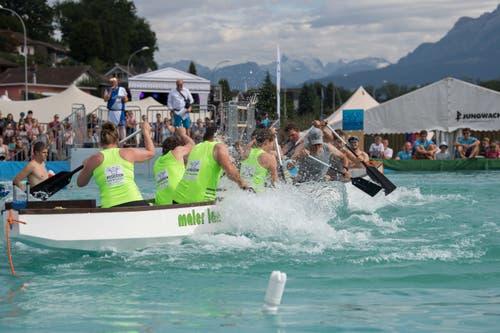 Das Team Neuenkirch (grün) kämpft gegen die All-Stars. (Bild: Eveline Beerkircher, Sempach, 17. August 2019)