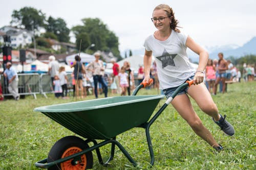 Die Kinder zeigen am Orion-Cup anlässlich des 100-jährigen Bestehens des Seeclubs Sempach ihr Können. (Bild: Eveline Beerkircher, Sempach, 17. August 2019)