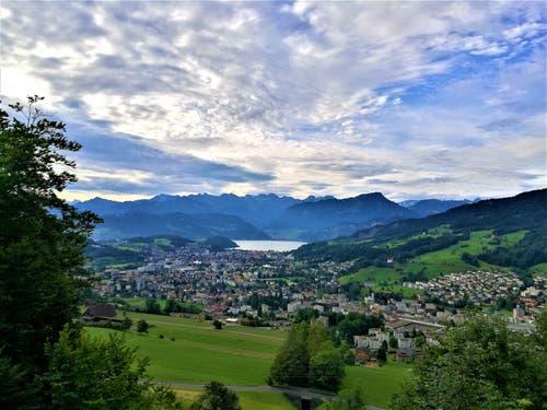Eine wunderbare Morgenstimmung über Kriens und dem Vierwaldstättersee. (Bild: Urs Gutfleisch, Sonnenberg, 17. August 2019)