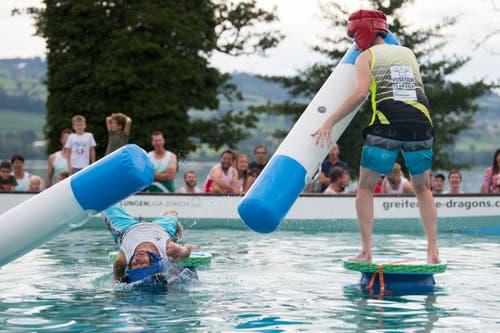 Die Sempacher landen gegen die Eicher (gelb/schwarz) im Wasser. (Bild: Eveline Beerkircher, Sempach, 17. August 2019)