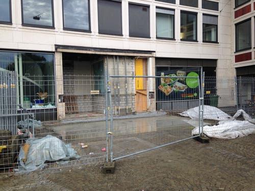 Markant auf der Rückseite: Der braune Metallanbau, der der Anlieferung diente, ist vom Blumenmarkt verschwunden. (Bild: Reto Voneschen - 19. August 2019)