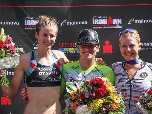 Imogen Simmonds (ganz links) war Zweite der Ironman-EM in Frankfurt und löste dadurch erstmals das Ticket für das Profifeld auf Hawaii (Bild: KEYSTONE/EPA/ARMANDO BABANI)