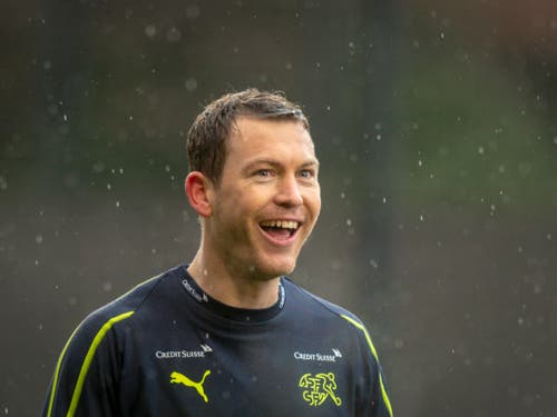 Stephan Lichtsteiner spielt künftig in der Bundesliga für Augsburg (Bild: KEYSTONE/MELANIE DUCHENE)