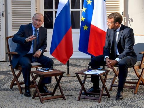 Fünf Tage vor dem G7-Gipfel hat der französische Präsident Emmanuel Macron den russischen Präsidenten Wladimir Putin zu Gesprächen empfangen. (Bild: KEYSTONE/EPA AFP POOL/GERARD JULIEN / POOL)