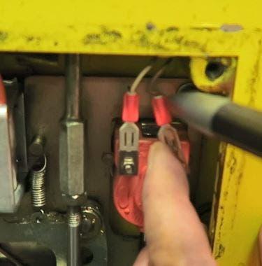 Lose elektrische Verbindung beim Druckwellenschalter der Türe 4. (Bild: Sust)