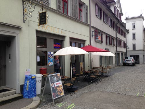 Kirchgasse 14: «Fächli - Der kleine Markt» ist seit Juli geöffnet. Das Geschäft wartet mit einem Bistro und einem originellen Warenangebot auf. (Bild: Reto Voneschen - 21.8.2019)